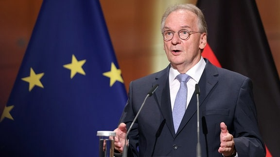 Reiner Haseloff (CDU), Ministerpräsident von Sachsen-Anhalt und Bundesratspräsident, spricht beim Festakt zum Tag der Deutschen Einheit in der Händel-Halle.