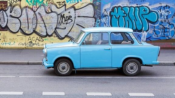 Ein blauer Trabant