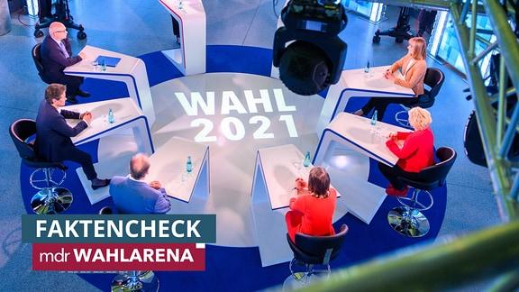 Die Spitzenkandidatinnen ihrer Parteien für die Landtagswahl 2021 in Sachsen-Anhalt, Oliver Kirchner (l-r, AfD), Lydia Hüskens (FDP), Reiner Haseloff (CDU), Ministerpräsident des Landes, Katja Pähle (SPD), Cornelia Lüddemann (Bündnis 90/Die Grünen) und Eva von Angern (Die Linke) sitzen im Studio der MDR-Wahl-Arena im MDR-Landesfunkhaus.