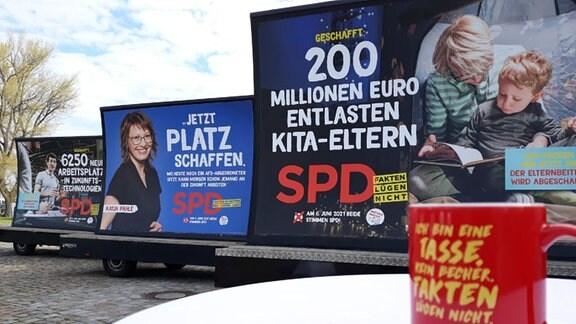 Drei Plakatwände der SPD für die Landtagswahl in Sachsen-Anhalt