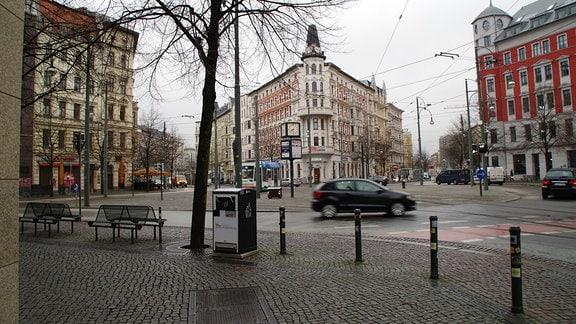 Der Hasselbachplatz in Magdeburg an einem verregneten Morgen