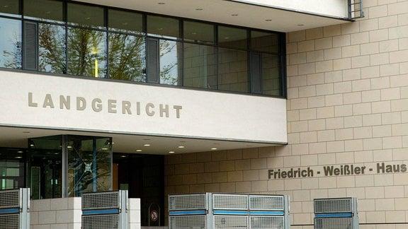 Eingangsbereich zum Landgericht Magdeburg