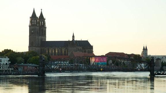 Hochwasser an der Elbe in Magdeburg (Sachsen Anhalt)