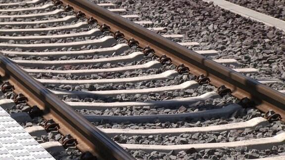 Ein frisch verlegtes Gleis am Hauptbahnhof Magdeburg
