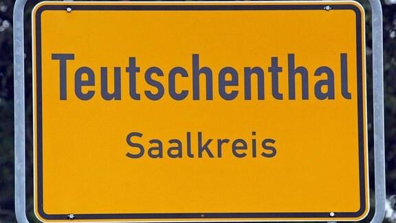 Ortseingangsschild Teutschenthal