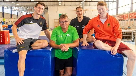 Vier junge Sportler aus Halle