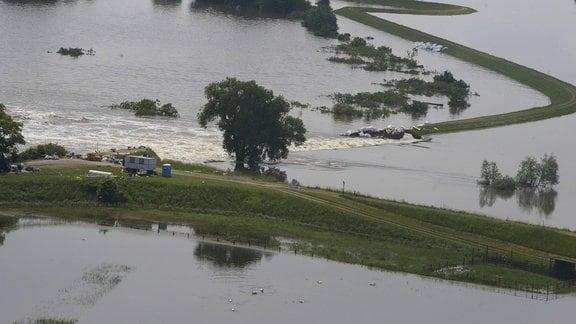Deichbruch bei Fischbeck beim Hochwasser 2013