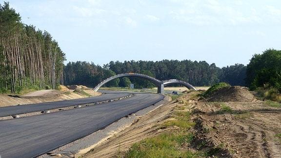 Autobahn-Baustelle mit Brücke