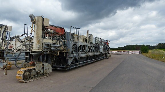 Betonfertiger am Ende einer Baustelle