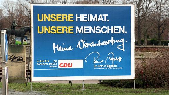 """""""Das CDU-Wahlplakat mit der Aufschrift """"Unsere Heimat. Unsere Menschen. Meine Verantwortung. Dr. Reiner Haseloff. Ministerpräsident von Sachsen-Anhalt"""""""