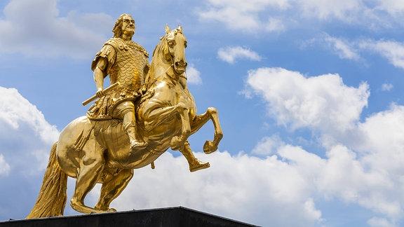 der Goldener Reiter, ein Reiterstandbild des sächsischen Kurfürsten und polnischen Königs August des Starken, in Dresden