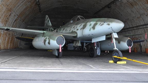 Messerschmidt JU-262 in einem Hanger