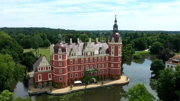 Schloss Muskau im Fürst-Pückler-Park Bad Muskau, aus dem Film Der Osten - entdecke wo du lebst.