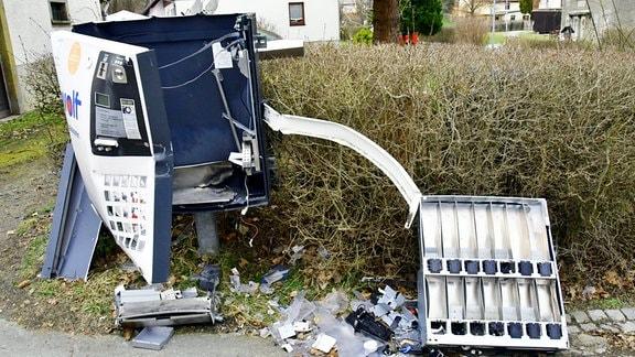 In Herwigsdorf bei Löbau wurde ein Zigarettenautomat gesprengt.