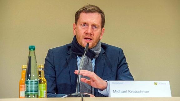 2020.12.11 Sachsens Ministerpräsident Michael Kretschmer besucht das Helios Klinikum Aue