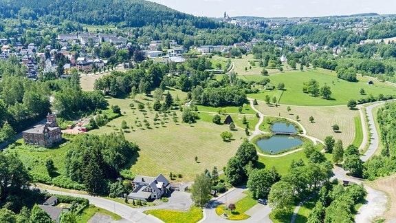 Blick auf den Kurpark Bad Schlema (Sachsen), der sich auf einem Altstandort der Wismut AG befindet.