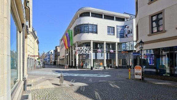 Blick auf die Zwickau Arcaden, menschenleer.