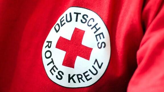 Ein T-Shirt mit dem DRK-Logo.