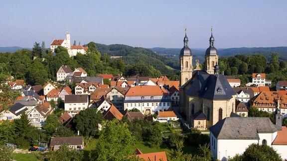Gößweinstein mit der Wallfahrtskirche zur Heiligsten Dreifaltigkeit und Burg