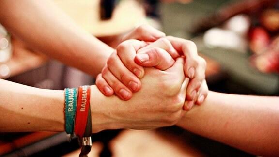 Händedruck zweier Leute