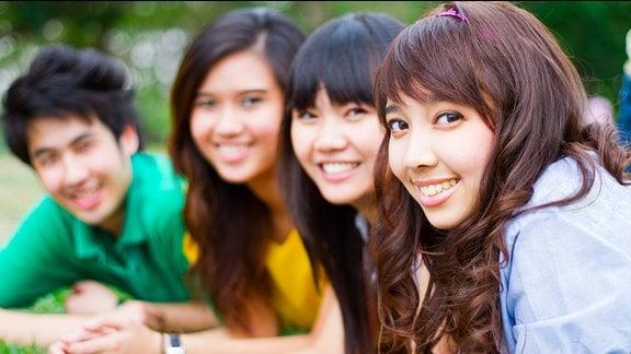 Asiatische Jugendliche