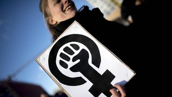 Symbol Frau Frauenpower auf dem Internationalen Frauentag