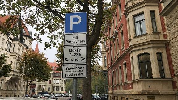 Ein Verkehrsschild für das Anwohnerparken im Leipziger Waldstraßenviertel