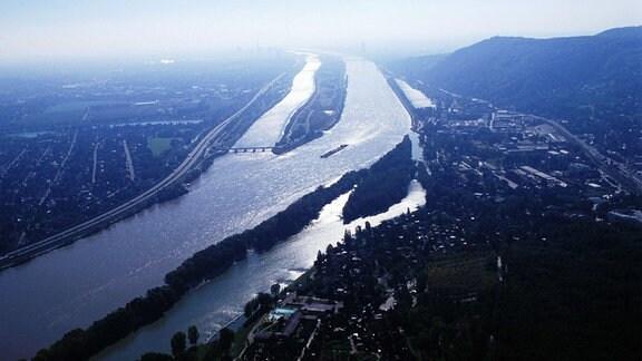 Luftaufnahme zeigt die Donau bei Nussdorf.