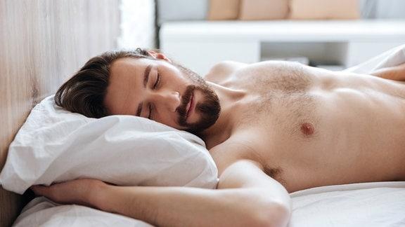 Schlafender Mann mit Bart