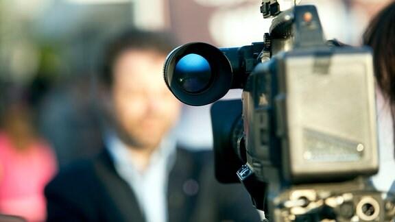 Videokamera vor Menschen