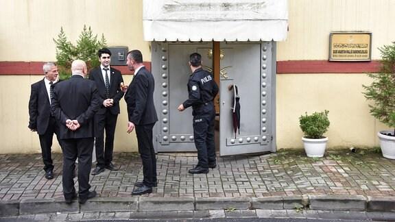 Sicherheitskräfte und Polizei vor dem Konsulat von Saudi-Arabien in Istanbul