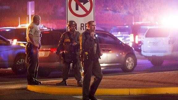 Polizei nach Schießerei in Bar in Thousand Oaks im US-Bundesstaat Kalifornien