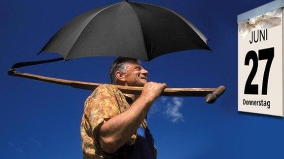 Collage: Ein Bauer mit Sense und Regenschirm schaut auf den Kalender