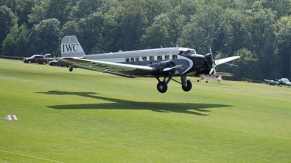 Eine Junkers Ju 52 hebt 2013 auf dem Oldtimer Fliegertreffen Hahnweide ab.