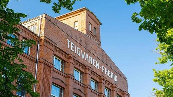 Außenansicht mit Schriftzug Teigwaren-Fabrik in Riesa