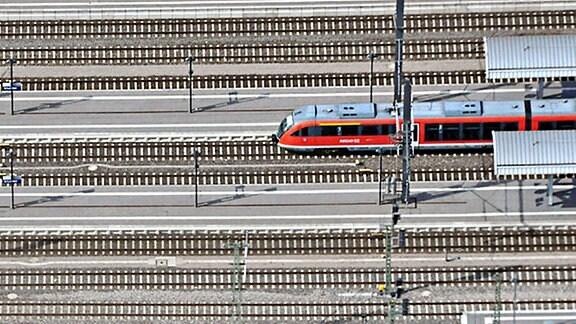 Gleise und ein Zug