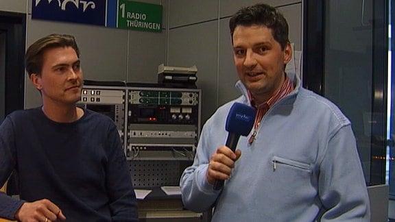 ohannes Michael Noack mit Christian Müller im Hörfunkstudio im Landesfunkhaus in Erfurt im Jahr 2006