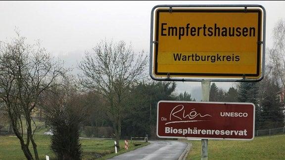 Ortsschild von Empfertshausen