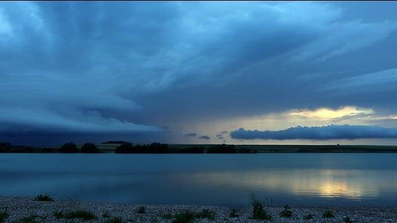Blitze über dem Alperstedter See bei Erfurt
