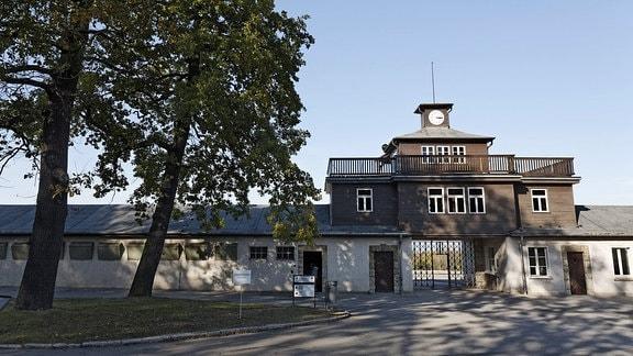 Lagertor des ehemaligen Konzentrationslagers Buchenwald bei Weimar.