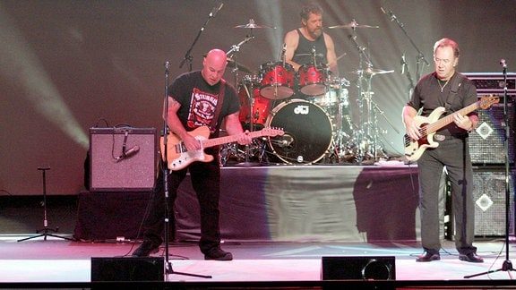 Die Band: Creedence Clearwater Revival, Gitarrist Tal Morris, Gitarrist John Tristao, Schlagzeuger Doug Cosmo Clifford und Bassist Stu Cook