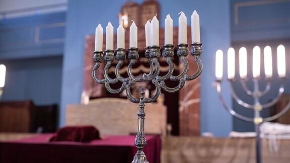 ein mehrarmiger Leuchter in der Synagoge in Erfurt