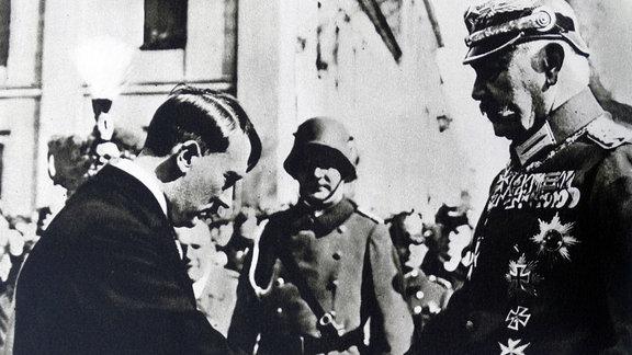 Handschlag zwischen Hitler und Hindenburg