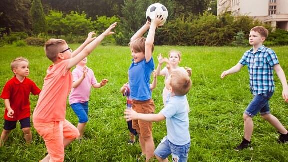 Ferienlager Kinder spielen