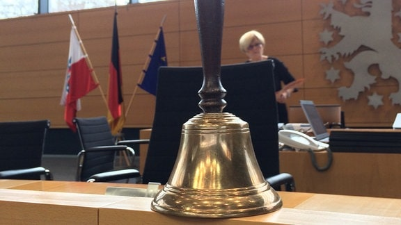 Glocke mit Griff im Thüringer Landtag