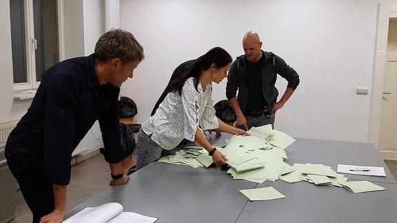 Helfer Bei Stimmauszählung