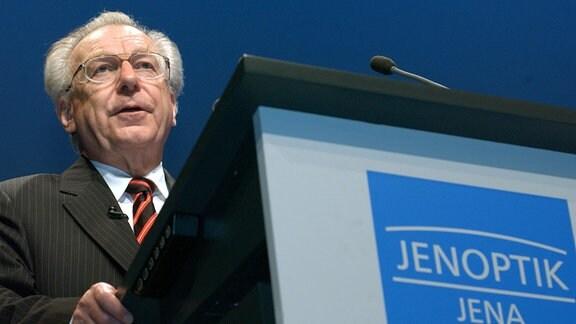 Lothar Späth hält 2003 in Erfurt seine letzten Rede als Vorstandschef der Jenoptik AG auf einer Hauptversammlung.