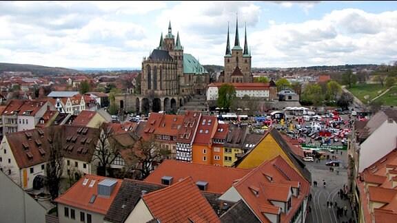 Vom Turm hat man einen herrlichen Blick über die Stadt und auf den Erfurter Dom und die St. Severi Kirche.