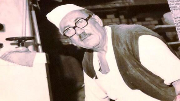 Ein altes Foto zeigt einen Bäcker