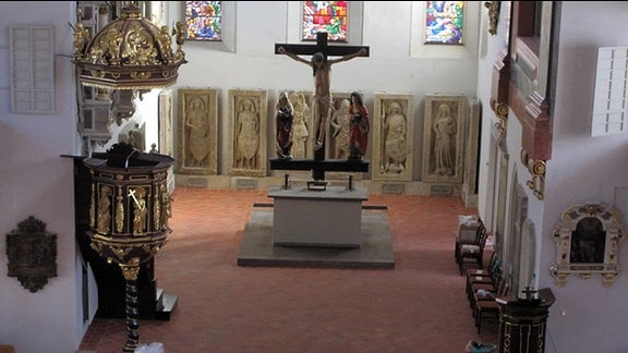 Der Altarraum der Georgenkirche Eisenach vom von der Orgelempore gesehen.